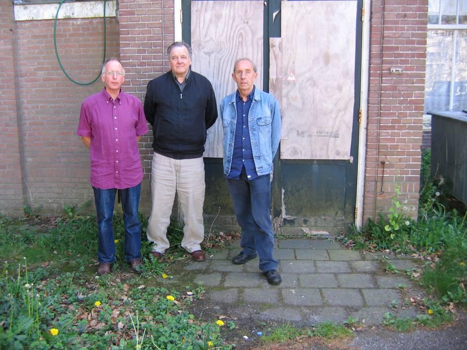 Vlnr Gijs van den Berg, Stan Verdult en Kees van den Berg vroegere bewoners van het montfortaanse klein-seminarie Beresteyn te Voorschoten (van 1955-1958, resp. 1956-1960), bezochten op donderdag 12 mei 2011 nog eens 'hun' Beresteyn