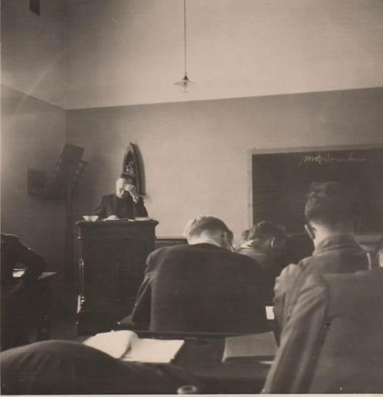 Pater Blokker, leraar Duits – 4e klas, eind 1958