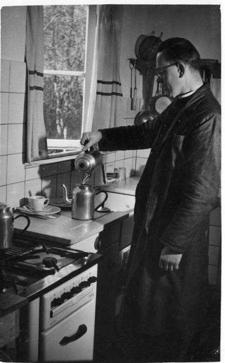 Broeder Borromeus. Zijn maaltijden waren bepaald niet die van een 'kloosterkeuken', terwijl hij zich met dit eenvoudige keukentje moest behelpen