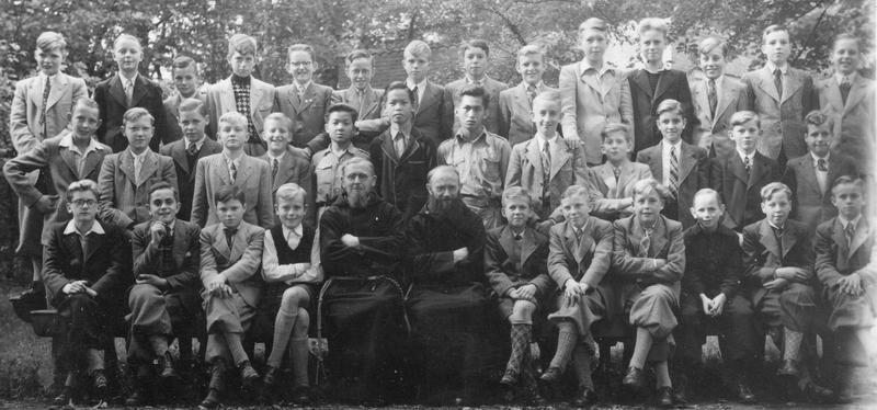 De kapucijnen, Beresteyn september 1949 De seminaristen met pater Jeroen en pater Optatus (re)