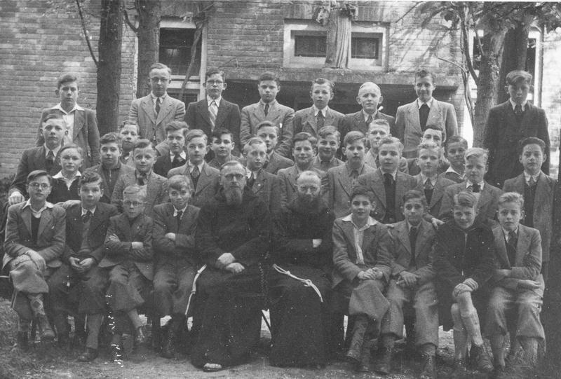 De kapucijnen, Beresteyn 1951 Deze, de vorige en volgende foto van de site van Ad Murck. Aldaar ook veel namen van de jongens.