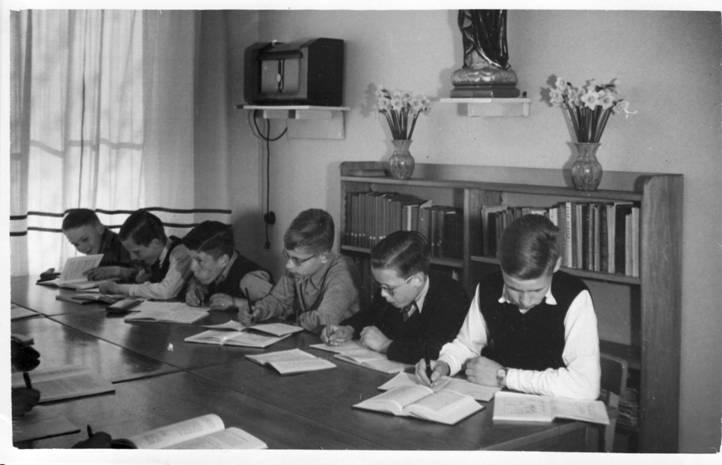 April 1951 – zelfde opstelling, vlnr: Leo Verbakel, Piet Juurlink, Nico van Etten, Jan Ranke, Theo Borst, Peter de Werth