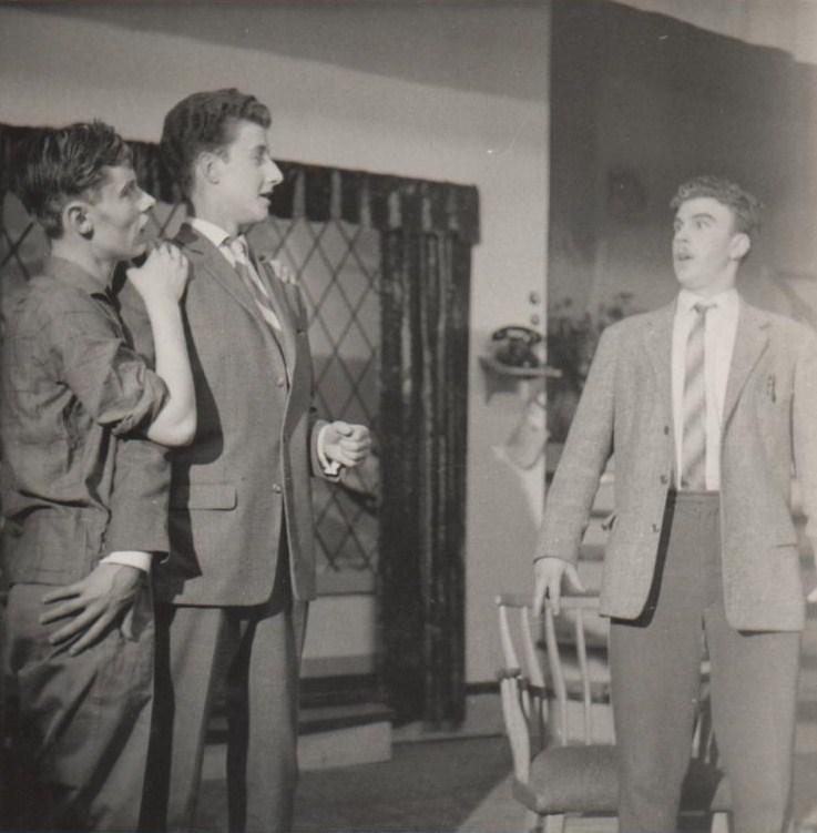 (Li) Peter Hoogland als Potasch, Leo van Montfoort, (re) Henk Kalter, als Perlemoer
