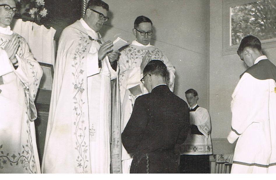 Pater Dassen, pater Bokeloh, pastoor Brands van de parochie van br. Amandus (Sc handelen in Heerlen)