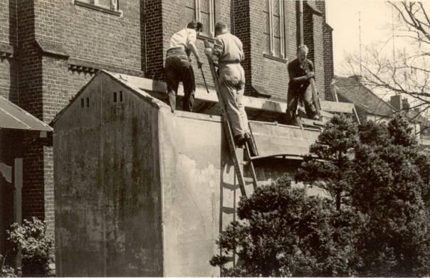 Afbreken van de oude wc's in Meerssen, vlak voor de verhuizing.