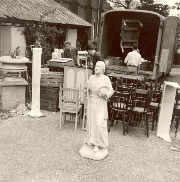 Het Montfortbeeld werd aanvankelijk ook meeverhuisd, maar moest later weer terug – zonder dat de novicen de reden daarvoor hoefden te vernemen.
