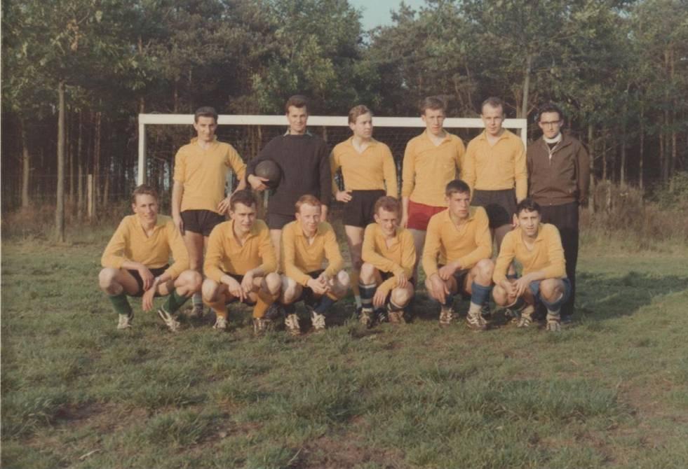 Juli 1965 Het scholastieken elftal.