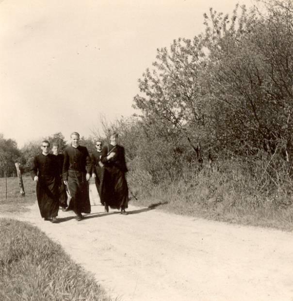 Richting Berg en Terblijt Wandeling naar Margraten – 8 mei 1963