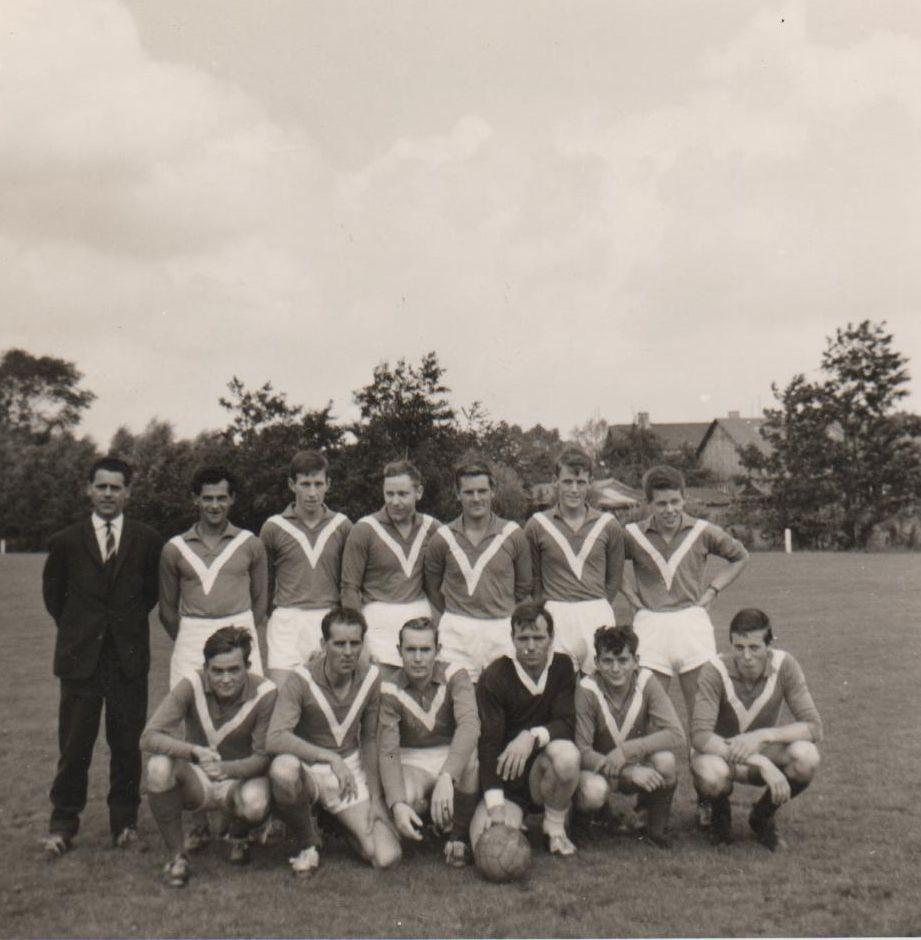 Juni 1966 De inzet van fraters in de lokale voetbalclubs (waarmee na de zomer van 1965 was begonnen) had grote gevolgen voor de prestaties van die clubs.