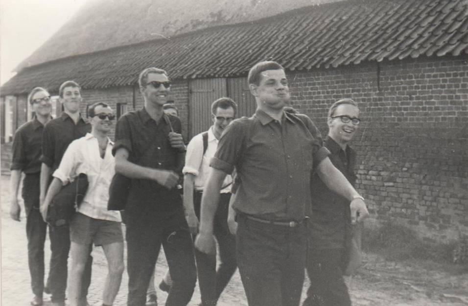 7 juli 1966 Aan het eind van de dag van afscheid met flinke pas de toekomst in.