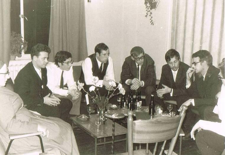 """Deze foto is van oktober 1968. Links op de foto is nog een zuster van de Dochters der Wijsheid ( Soeurs de la Sagesse) te zien. Een groep van 4 zusters """"deden de keuken"""" , ik dacht dat ze in de zomer van 1967 kwamen."""