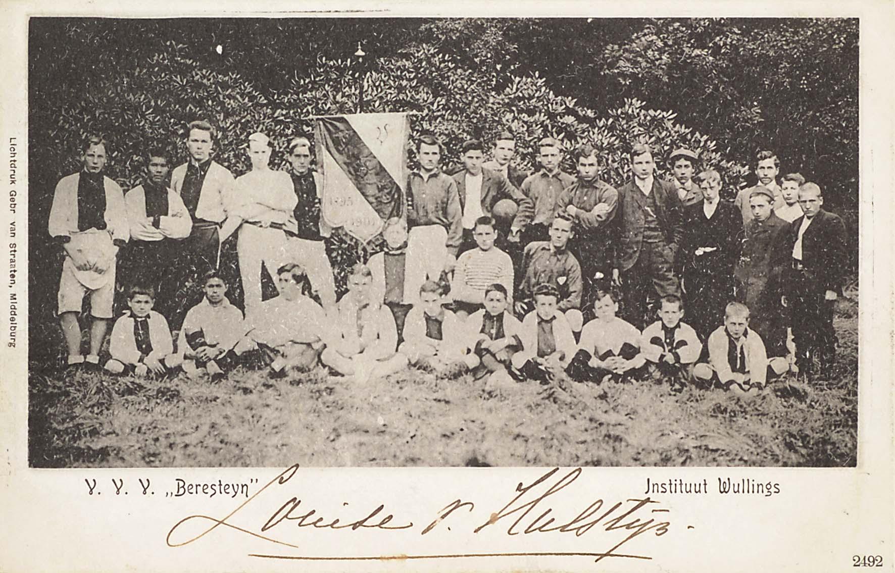 Instituut Wullings elftal met banier
